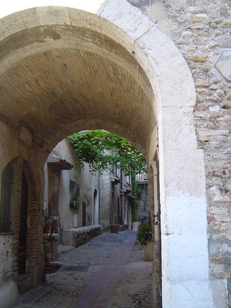 Кань-сюр-Мер: скромное очарование старины